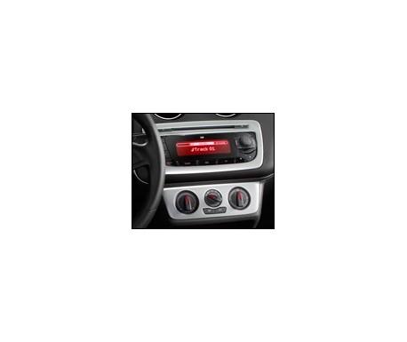 Décoration console centrale couleur noir piano, avec radio et air conditionné